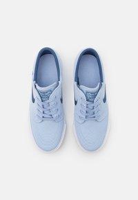 Nike SB - JANOSKI - Trainers - light marine/mystic navy/white/brown - 3