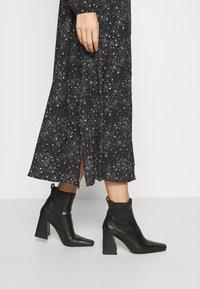 Mavi - PRINTED DRESS - Maxi-jurk - black - 3