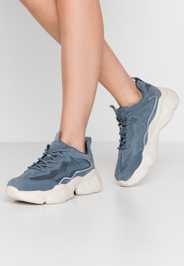 REFLECTIVE DETAILED TRAINERS - Joggesko - dusty blue