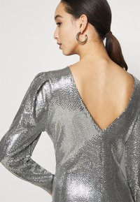 Gina Tricot - AUGUSTA SEQUINS DRESS EXCLUSIVE - Cocktail dress / Party dress - silver - 4