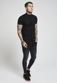 SIKSILK - GRANDAD SLEEVE FITTED - Skjorta - black - 1
