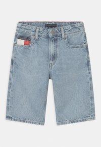 Tommy Hilfiger - MODERN STRAIGHT - Short en jean - blue denim - 0