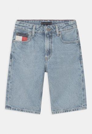 MODERN STRAIGHT - Szorty jeansowe - blue denim
