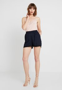 Vero Moda - Shorts - night sky/solid