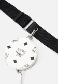 MCM - ESSENTIAL VISETOS ORIGINAL CROSSBODY SMALL UNISEX SET - Across body bag - black/white - 3