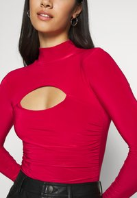 Missguided - HIGH NECK CUT OUT RUCHED WAIST - Long sleeved top - red - 4