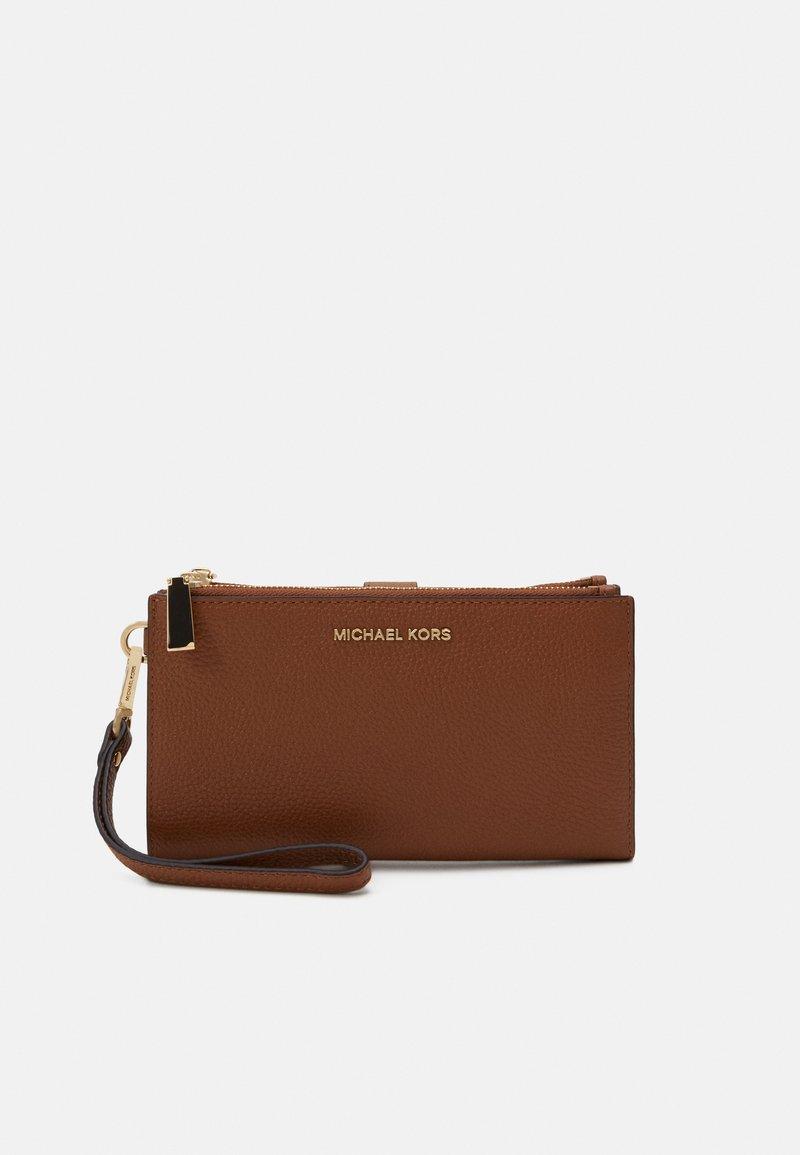 MICHAEL Michael Kors - JET SET WRISTLET - Wallet - luggage