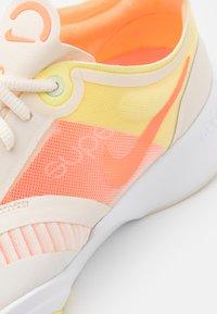 Nike Performance - SUPERREP GO - Zapatillas de entrenamiento - pale ivory/bright mango/light zitron - 5