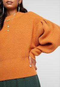 JUST FEMALE - SOPHIE HIGH NECK - Strikkegenser - pumpkin spice - 5