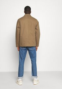 Cleptomanicx - COACHES COAT - Light jacket - otter - 2