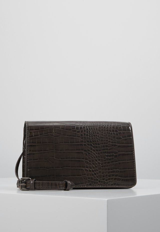 VMSISA CROSS OVER BAG - Sac bandoulière - coffee bean