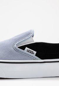 Vans - CLASSIC UNISEX - Slip-ons - zen blue/black - 2