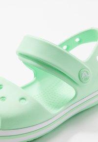 Crocs - CROCBANDKIDS - Sandały kąpielowe - neo mint - 2