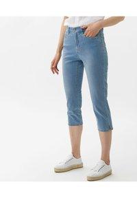 BRAX - STYLE MARY C - Denim shorts - used summer blue - 0