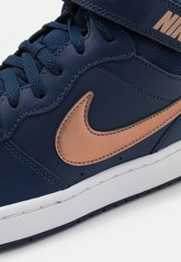 Nike Sportswear - COURT BOROUGH MID 2 UNISEX - Baskets montantes - midnight navy/metallic red bronze/midnight navy/white - 5
