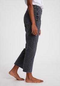 ARMEDANGELS - FJELLAA CROPPED - Straight leg jeans - clouded grey - 4