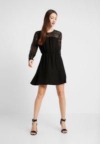 ONLY - ONLDEMI SHORT DRESS - Robe d'été - black - 1