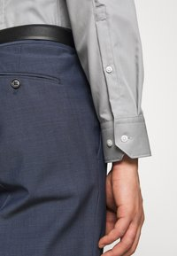 HUGO - ELISHA - Formal shirt - grey - 5