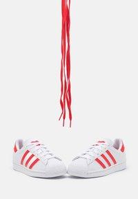 adidas Originals - SUPERSTAR UNISEX - Trainers - footwear white/vivid red - 5