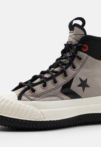 Converse - BOSEY UNISEX - Zapatillas altas - malted/black/egret - 5