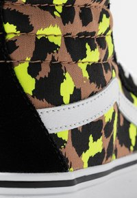 Vans - SK8 PLATFORM 2.0 - Sneakers high - camel/black/true white - 2