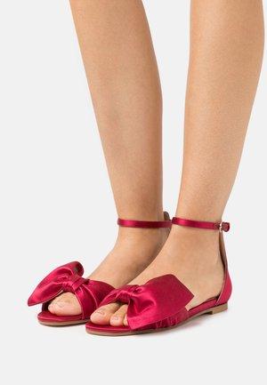 Sandals - scarlatto