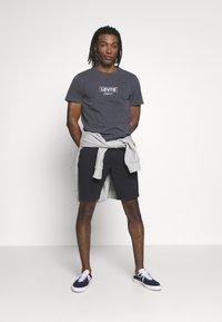 Levi's® - XX CHINO TAPER SHORT - Shorts - mineral black - 1