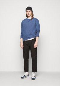 Polo Ralph Lauren - FLEECE CREWNECK SWEATSHIRT - Sweatshirt - derby blue heather - 1