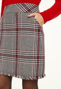 comma - KURZ - Mini skirt - red - 3