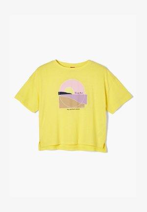 MIT FRONTPRINT - Print T-shirt - yellow