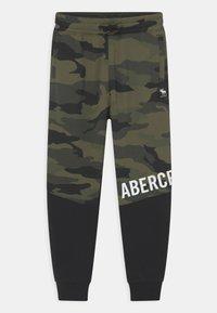 Abercrombie & Fitch - UTILITY - Tracksuit bottoms - khaki - 0