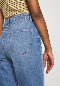 Topshop Tall - MOM CLEAN - Relaxed fit jeans - blue denim - 4