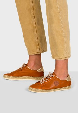 PAM - Trainers - camel
