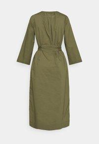 J.CREW - BELTED TUNIC - Denní šaty - frosty olive - 6