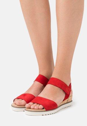Wedge sandals - flame/creme