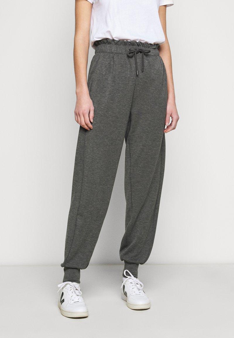 ONLY Tall - ONLPETRA PAPERBAG PANT - Kalhoty - dark grey melange