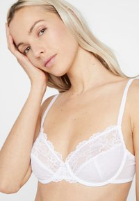 Triumph - TEMPTING - Underwired bra - white - 3