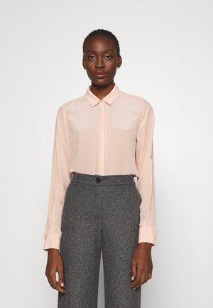 LILLIE CORINNE SHIRT - Button-down blouse - peachy