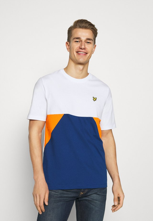 TRIO GEO PANEL - T-shirt con stampa - white/indigo