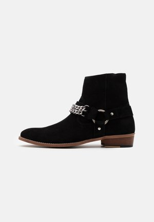 RUSSEL CHAIN CUBAN - Cowboy/biker ankle boot - black