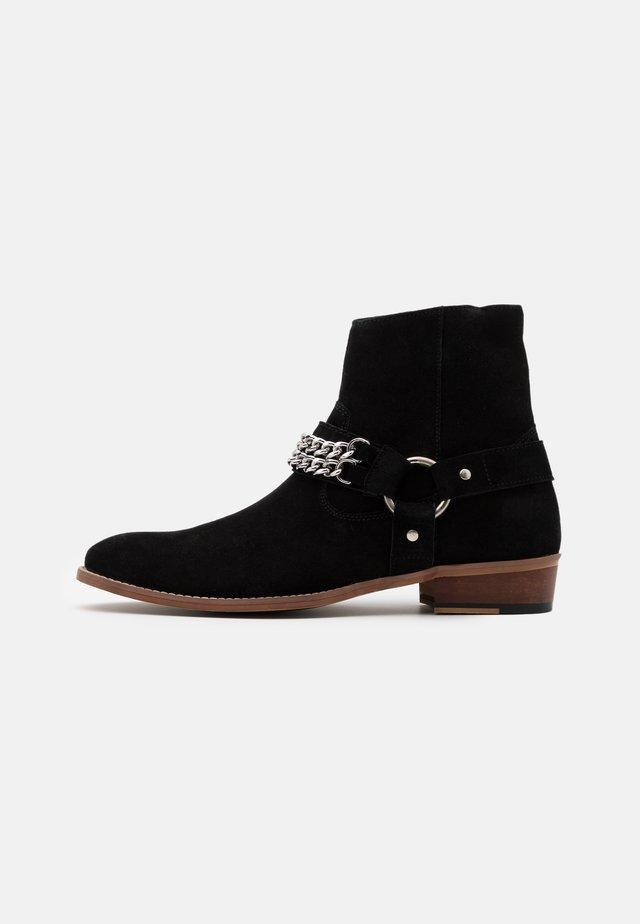 RUSSEL CHAIN CUBAN - Kovbojské/motorkářské boty - black