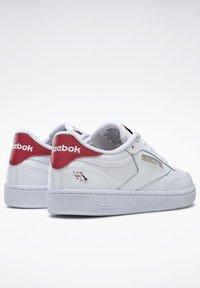 Reebok Classic - CLUB C 85 - Zapatillas - white/gold metallic - 6