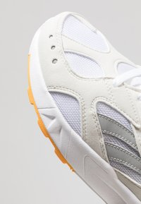 Reebok Classic - AZTREK - Trainers - white/true grey/gold/purple - 5
