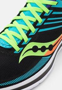 Saucony - KINVARA 12 - Neutral running shoes - future black - 5