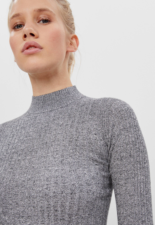 Femme MIT GERIPPTEM STEHKRAGEN - Pullover