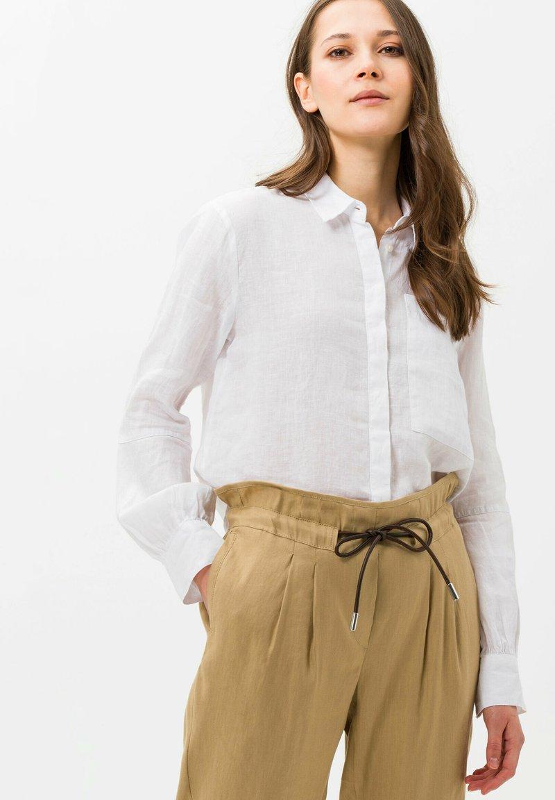 BRAX - STYLE VIVIAN - Button-down blouse - white