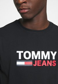 Tommy Jeans - CORP LOGO TEE - Print T-shirt - black - 5