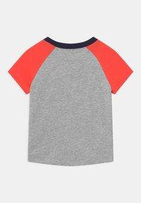 GAP - ARCH RAGLAN - Print T-shirt - light heather grey - 1