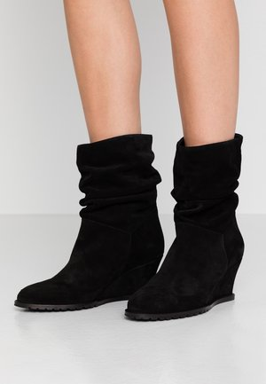 LEATHER BOOTIES - Bottines - black