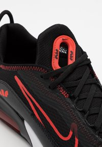 Nike Sportswear - AIR MAX 2090 UNISEX - Sneakers laag - black/chile red - 3